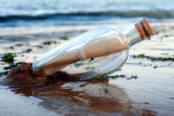mensaje en botella en la playa