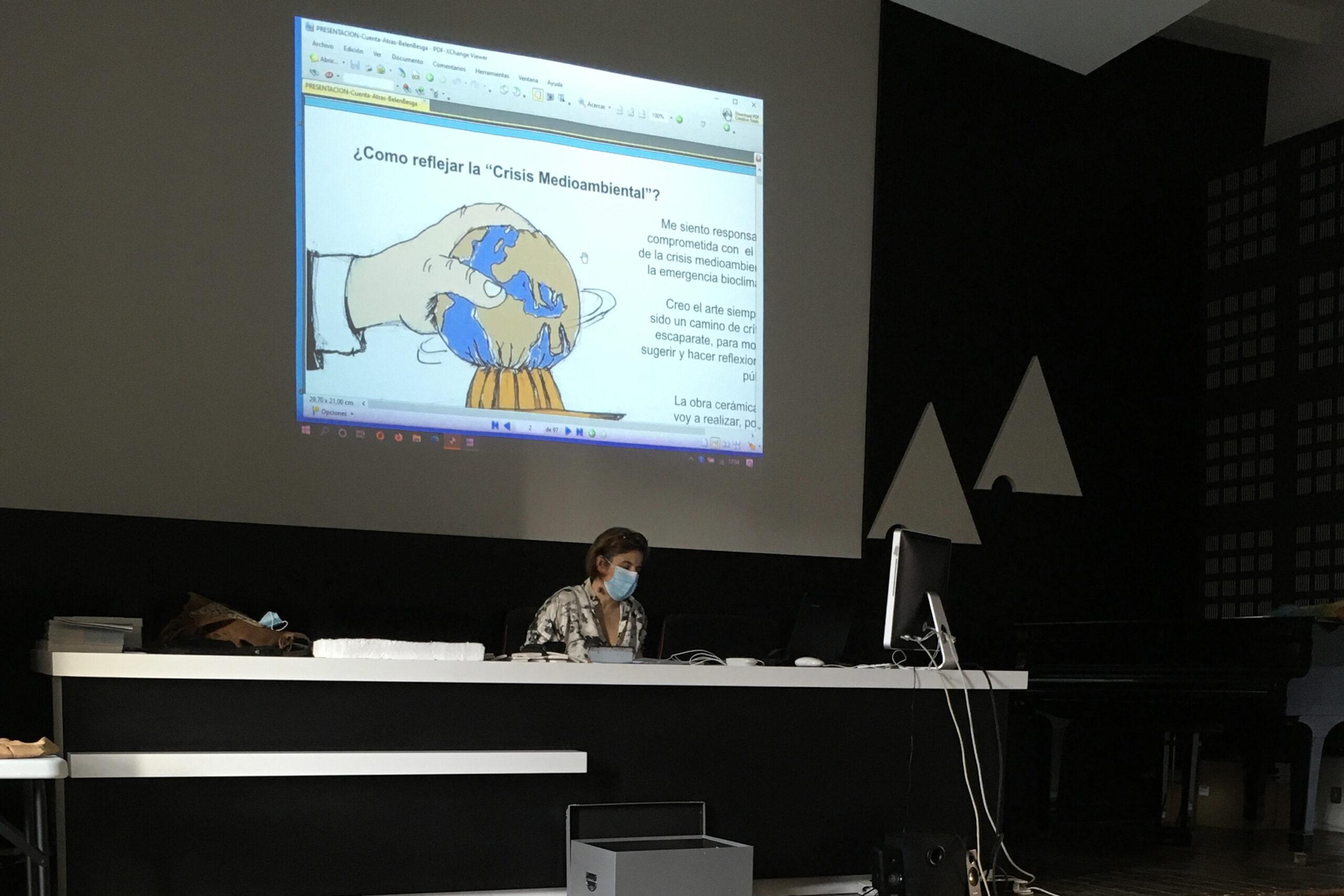 Belén Besga presentando proyecto