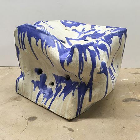objeto de cerámica con forma cuadrada